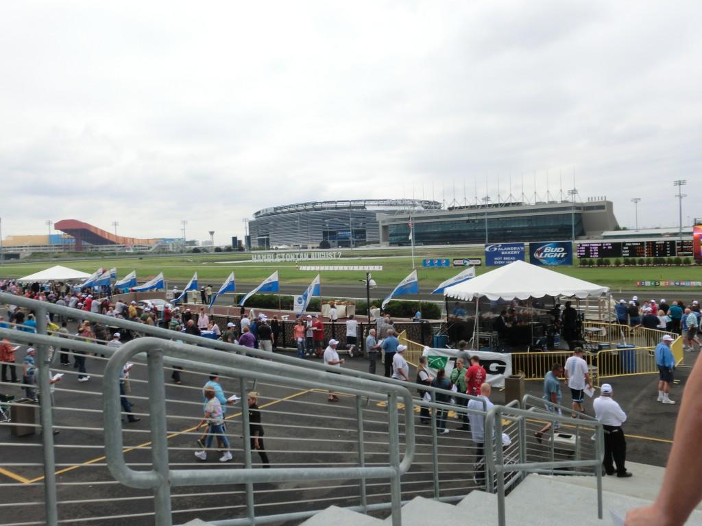 Utsikt över Metlife Stadium och gamla publikplatsen på Meadowlands. Foto: travfilosofen.se